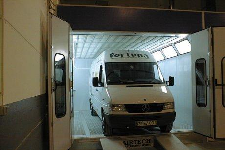Lakovací kabina pro nákladní vozy